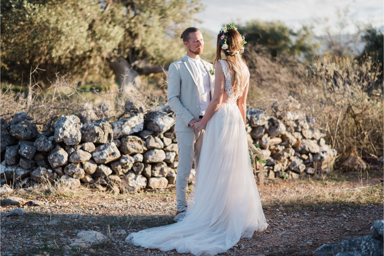 newlyweds photoshoot at villa wedding in Crete