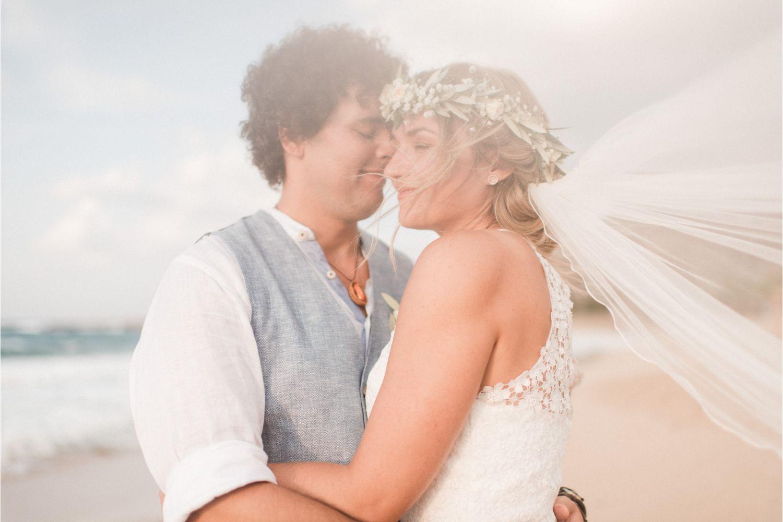 newlyweds photoshoot on the beach