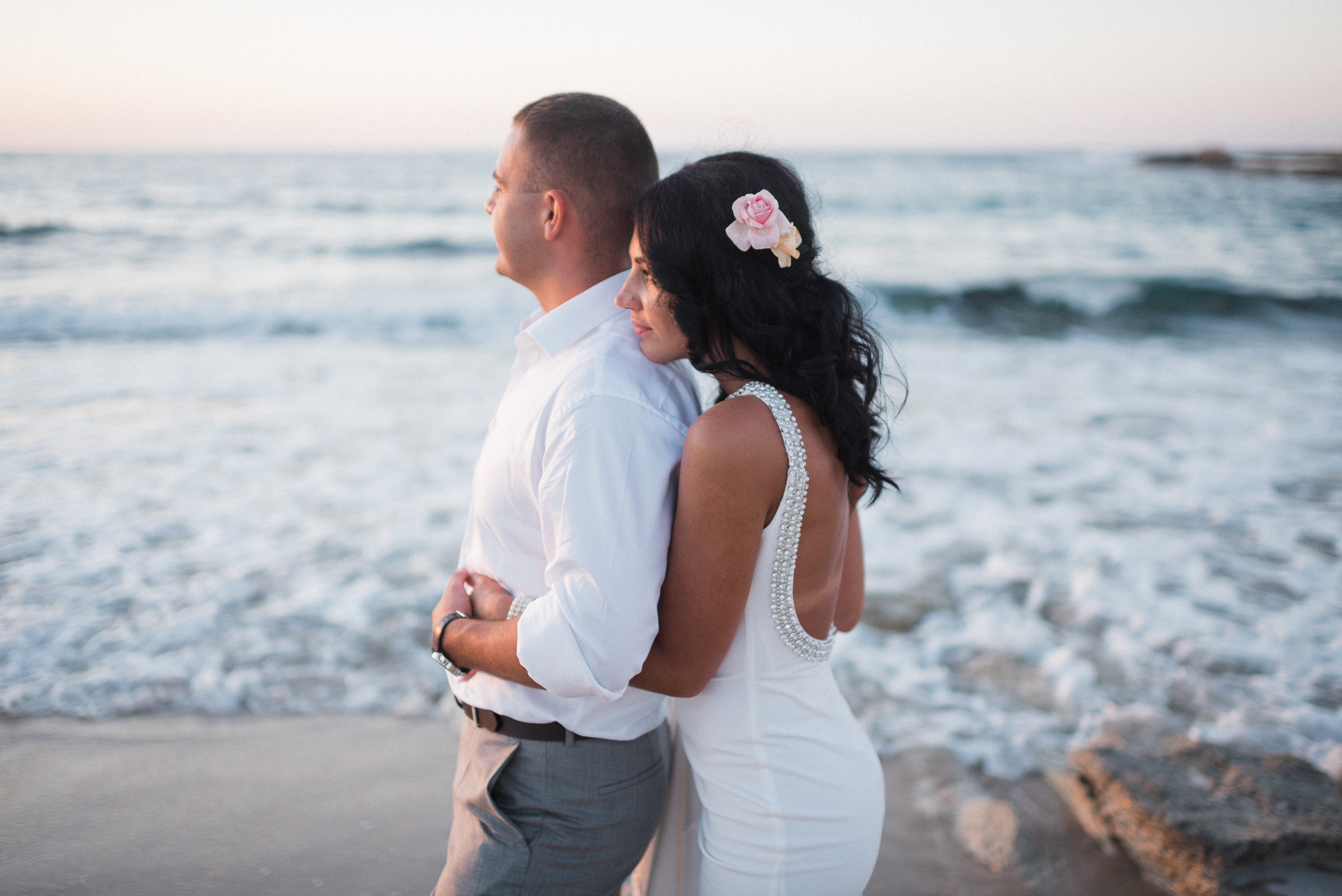 newlyweds photoshoot on Cretan beach
