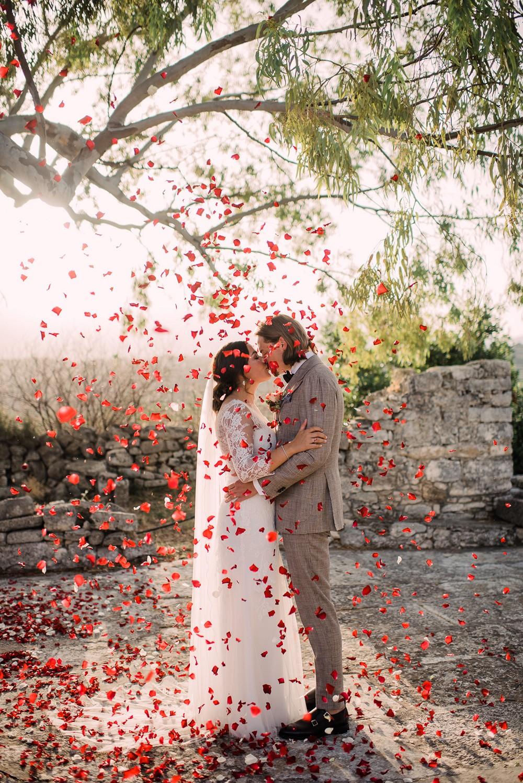 Red roses petals confetti